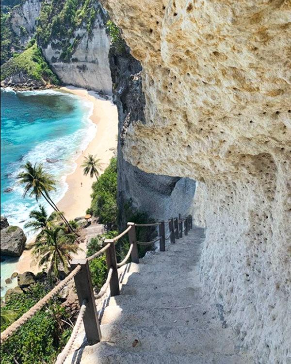 Diamond-Beach-Nusa-Penida-Stairs